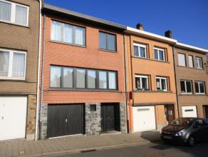 Maison spacieuse avec 4 chambres à coucher située dans le centre de Tervuren. Magasins, les transports publics, écolés, le