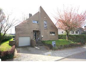Villa moderne rénovée avec 4 chambres à coucher prés de la BSB (4.7km) et le centre de Tervuren (5.8km).<br /> Anné