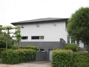 Villa dans quartier calme sur 15are. Près du centre de Tervuren (2km), l'école BSB à Tervuren (3,7km). Année de constructi