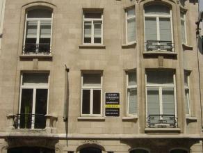 A proximité des institutions européennes et de Schuman, immeuble mixte de +/- 720m² offre 6 appartements meublés avec go&uci