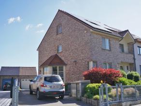Moderne maison 3-façades avec grand jardin, à proximité de l'école Britannique, 200m² habitables, 5 chambres (dont un