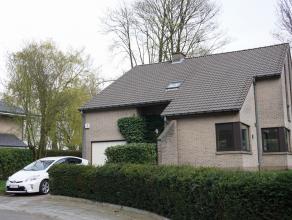 Villa située dans un cul-de-sac résidentiel et calme, 180m² habitables, living avec parquet et feu ouvert  45m², garage, 4 cha