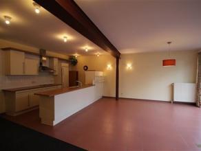 Zeer ruim, gelijkvloers 1-slaapkamer appartement met groot en zonnig terras EPC 210 kWh/m² , VK euro20  Indeling: - Gemeenschappelijke hal met te