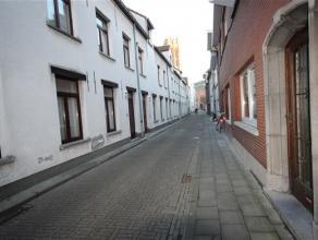 Charmante Stadwoning in de historische binnenstad, volledig instapklaar voorzien van 2 slaapkamers, living, ingerichte keuken en leuke stadstuin/koer.
