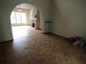 Prachtig herenhuis met authentieke elementen, 3 grote slaapkamers + babykamer/dressing en een stadstuin. Kan zowel dienen voor private bewoning als vo