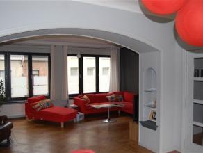 Ruim gemeubeld appartement met prachtig terras op wandelafstand van het centrum en vlakbij station nekkerspoel .
