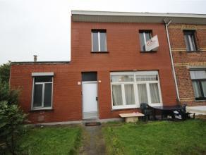Hoekwoning met tuin en 3 kamers met een bewoonbare oppervlakte van +/- 122 m². zeer vlotte bereikbaarheid tot alle belangrijke verbindingswegen e
