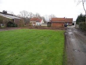Ruime bouwgrond met kleine woning op. Langs de oude liersebaan tussen Duffel en Lier vinden we deze ruime bouwgrond bebouwd met een kleine woning. Vlo