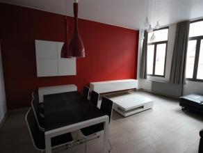 Totaal ruime gerenoveerde woning met 2 slaapkamers, een terras en ruime koer. Gelegen in het historische hart van Mechelen op wandelafstand met de Sin