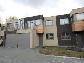 Nieuwe woning gelegen in nieuw project, eerste bewoning, ingericht met kwalitatief degelijke materialen. Gelegen in een nieuwe en afgeschermde wijk me