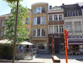 1-slaapkamerappartement met terras Dit appartement beschikt over 1 ruime slaapkamer, leefruimte, open keuken, badkamer met douche en lavabo, zolder en