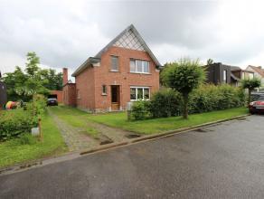Lichtrijke open bebouwing met drie slaapkamers, grote tuin en garage op 5 minuten van het centrum van Mechelen. Deze open bebouwing is op het gelijkvl