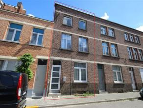 Charmante gezinswoning met vier ruime slaapkamers en tuin aan stadsrand Mechelen De gelijkvloerse verdieping omvat de inkomhal (10,9m²) die voort
