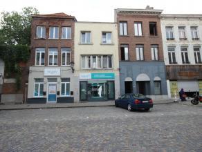 Mooi appartement met een ruime leefruimte en één grote slaapkamer in het centrum van Mechelen. Dichtbij het openbaar vervoer. EPC: 138 k