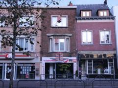 Uniek gelegen opbrengsteigendom in het centrum van Mortsel, bestaande uit een handelsgelijkvloers en 2 appartementen met elk 1 slaapkamer.