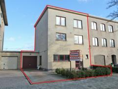 Recente en zeer ruime woning (bouwjaar 2000) gelegen in een aangename wijk Hof Savelkoul. Deze woning heeft op het gelijkvloers een inkomhal met apart