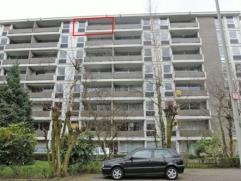 Zeer gunstig gelegen appartement nabij het centrum en openbaar vervoer met 2 slaapkamers, living, keuken, badkamer met ligbad, terras voor- en achtera