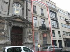 Zeer gunstig gelegen ruime gezinswoning met praktijkruimte nabij museum van Schone Kunsten.
