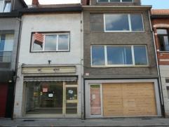 Ruime handelsruimte met bureel, magazijn en achteringang gelegen in het centrum van Ekeren. Gerenoveerd duplexappartement met 3 slaapkamers.