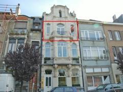 Uniek appartement van een volledig gerestaureerd en geklasseerd gebouw - unieke afwerking - het appartement heeft een aparte inkom en een ruime living