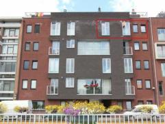 Recent en energiezuinig appartement met 2 slaapkamers en groot terras (ZW) gelegen nabij centrum Kapellen. Lift aanwezig. Mogelijkheid om garagebox bi