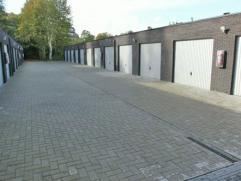 Garage gelegen in Kapellen nabij het cenrum. Afmetingen van 3m x 6m. Beschikbaar vanaf 01/01/2015.