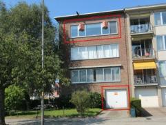 Zeer centraal gelegen gerenoveerd appartement met 3 slaapkamers, inpandige garage en autostaanplaats voor het gebouw. Aangename ligging aan het 'park