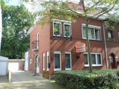 Gunstig gelegen halfopen bebouwing met 5 slaapkamers, losstaande garage en tuin.
