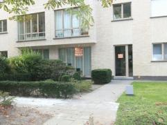Gunstig gelegen appartement met 2 slaapkamers, tuin en garage. Onmiddellijk beschikbaar.