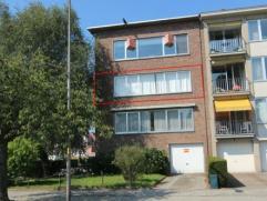 Zeer gunstig gelegen appartement met 3 slaapkamers in klein gebouw. Mooi zicht op park van Brasschaat.