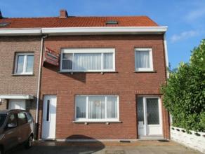 Ruime woning met 3 grote slaapkamers, zij-ingang en grote tuin op een perceel van 480 m². Gunstig gelegen - geen achterburen maar uitzicht op wei