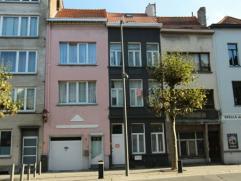 Een duplex studio/appartement op de 1ste en 2de verdieping, aan de achterkant van het gebouw. Op de 1ste verdieping de keuken met leefruimte en op de