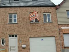 Zeer gunstig gelegen, recente gezinswoning (bwj 2009) met 4 slaapkamers en tuin. Ruime living met open geïnstalleerde keuken, badkamer en inpandi
