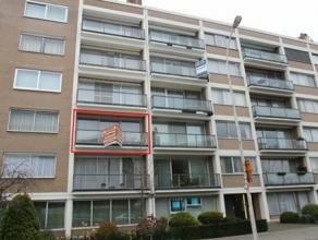 Zeer ruim (110 m²) en goed gelegen appartement met lift, 2 slaapkamers, ruime living (40 m²), ruime keuken met eethoek, badkamer met douche,