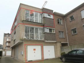 Betreft een zeer gunstig gelegen appartement met 2 slaapkamers en ruime inpandige garage en berging. Verzorgd en goed onderhouden appartement met alle