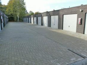 Recente (2011) garagebox gelegen in het centrum van Kapellen. Oppervlakte van 18 m² (3m x 6m). Onmiddellijk beschikbaar.