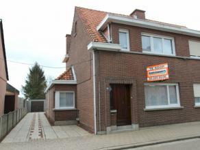 Verzorgde halfopen woning op een perceel van 285 m² gelegen nabij het centrum van Stabroek. Dit eigendom beschikt over 2 mogelijk 3 slaapkamers,
