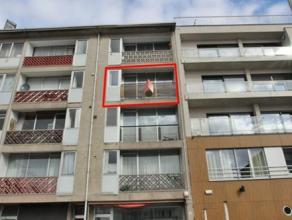 Centraal gelegen en goed verzorgd appartement met als indeling een inkomhal, living, keuken, badkamer, 2 slaapkamers en 2xterras. Bij het appartement
