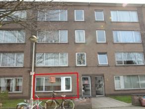 Zeer gunstig gelegen gelijkvloersappartement met 2 slaapkamers en tuin en garage. Aangename woonomgeving nabij centrum van Mortsel.