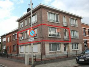 Centraal gelegen en goed verzorgd appartement met als indeling een inkomhal, living, keuken, badkamer, 1 slaapkamer, bergplaats en 2x kelder. Rustige