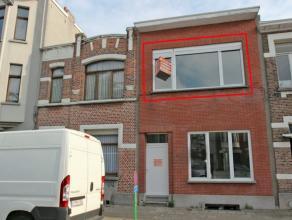 Nabij het centrum gelegen gerenoveerd appartement met 1 slaapkamer, living ca. 33m², ingerichte keuken en badkamer, cv gas individueel, vestiaire