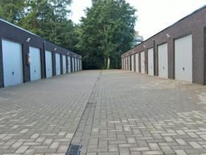 Recente garagebox gelegen in Kapellen nabij het centrum. Afmetingen van 3m x 6m. Beschikbaar 01/01/2015