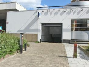 Zeer gunstig gelegen garagebox in het centrum van Deurne Noord. Onmiddellijk beschikbaar.