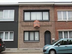 Aan Rivierenhof gelegen instapklare woning met 2 slaapkamers en aangename tuin. Slaapkamer met dressing waarvan eventueel 3de kamer kan gemaakt worden