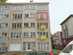 Degelijk appartement en zeer gunstig gelegen nabij de Prins Boudewijnlaan. Het appartement omvat een inkomhal, ruime living, keuken, badkamer met inlo