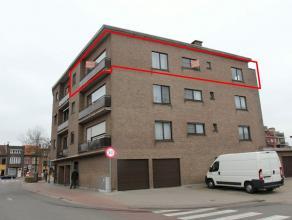 Ruim hoekappartement met veel lichtinval gelegen vlakbij het centrum van Brasschaat. Dit eigendom beschikt over 2 slaapkamers, terras, berging en gara