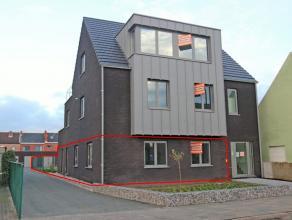Zeer ruim nieuwbouw gelijkvloersappartement met 3 slaapkamers, tuin van 200 m² en achtergelegen garagebox. Mogelijkheid om extra garage bij te hu