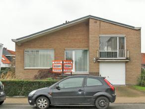 Mooi onderhouden split-level villa op een perceel van 606 m² gelegen vlakbij het centrum van Hoevenen. Deze energiezuinige woning beschikt oa ove