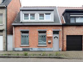 Gerenoveerde woning met zij-ingang op een perceel van 305 m² gelegen in het centrum van Hoevenen. Deze charmante instapklare woning beschikt oa o