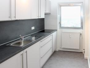 Goed gelegen en instapklaar appartement met panoramisch uitzicht. Heeft 2 slaapkamers, ruime living, nieuwe ingerichte keuken en nieuwe ingerichte bad